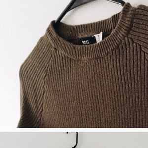 BDG Sweaters - Dark olive green sweater, perfect for Autumn!!!